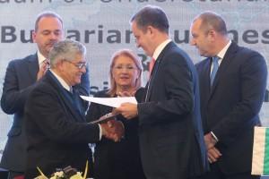 Mr. Boyanov and Mr. Grech exchange the signed Memorandum of Understanding