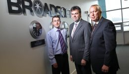 NO FEE  5th October 2010 Photography by Brian Thompson / presseye.com  Alastair Hamilton, Chief Executive, Invest NI (centre) today announced that US firm BroadSoft, Inc., plans to expand its Belfast facility, BroadSoft International, creating an additional 12 high calibre telecommunications jobs with support from Invest NI. Also pictured areGeoffrey K. Hicks, Vice President, Operations with Broadsoft (right) and Paul Humphries (left) Director of Broadsoft's Technical Assistance Centre in Belfast.