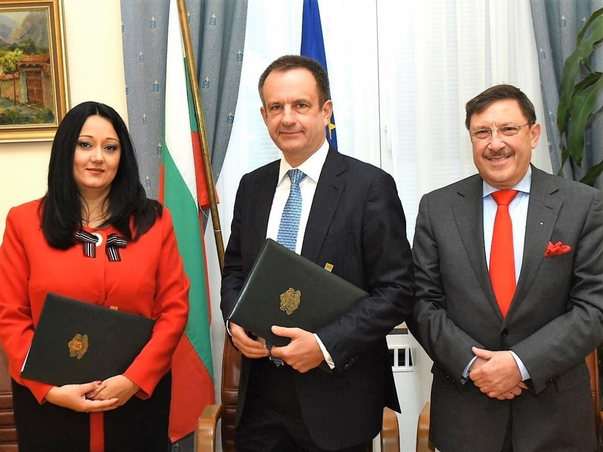 the-association-of-the-honorary-consuls-in-bulgaria-signs-a-memorandum-of-cooperation-with-the-ministry-of-the-bulgarian-presidency-of-the-eu-council